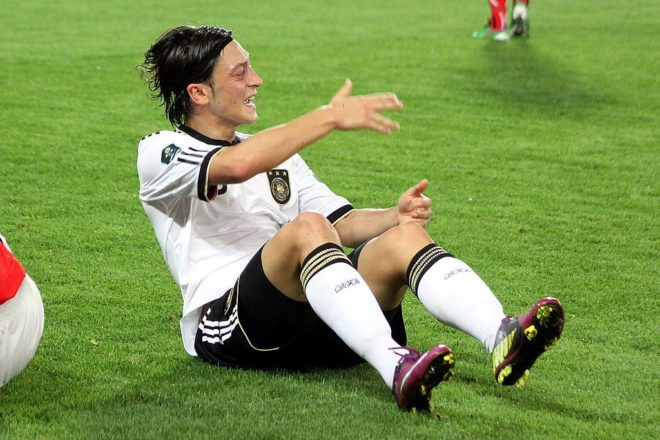 Ozil ditches 'racist' Germany