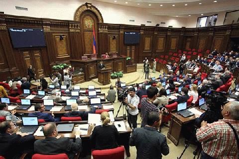 Le génocide des Assyro-chaldéens et des Grecs reconnu par le Parlement arménien, sans aucune abstention ni vote contre