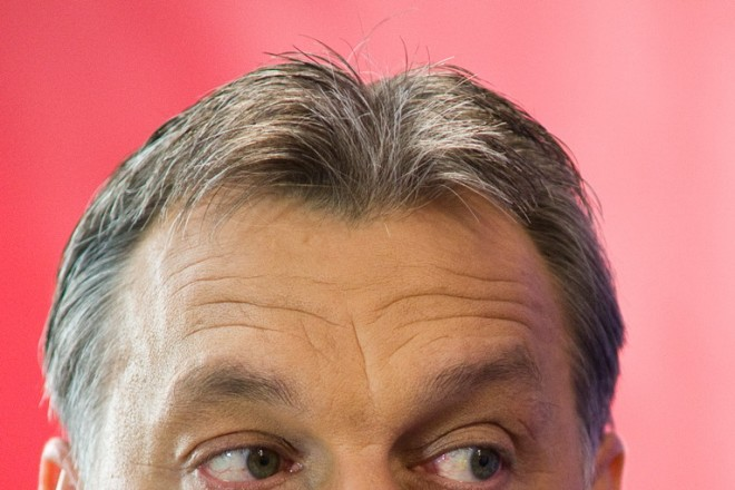 Hungarian PM's Facebook posts spark row with Romania
