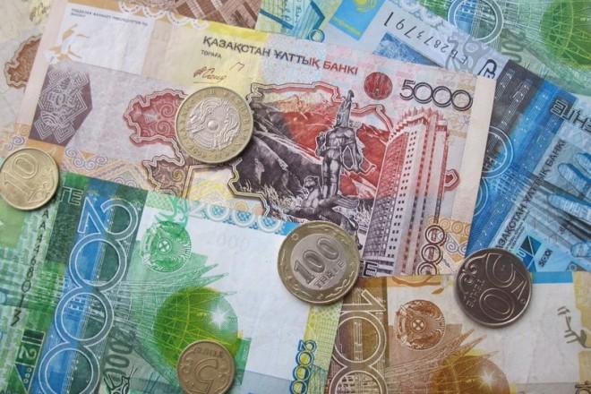 Devises : le Kazakhstan laisse flotter le tengué, qui plonge