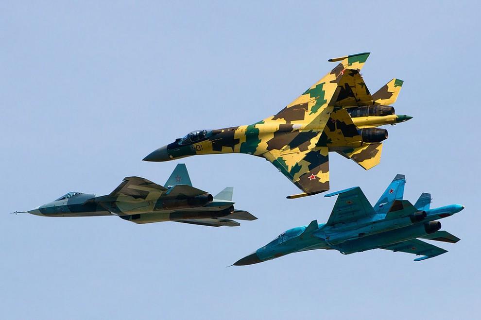 Returning Russian pilots receive hero's greeting