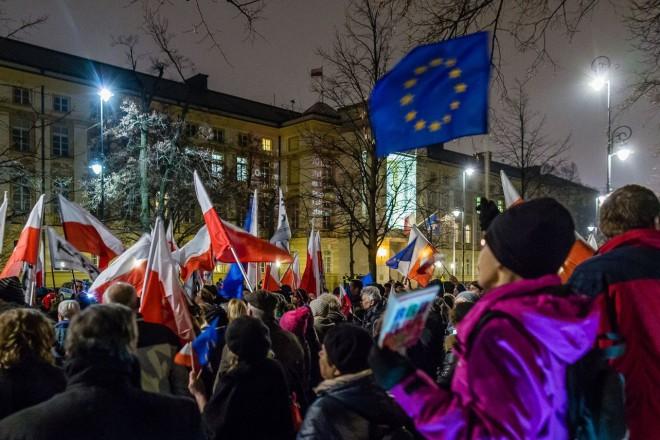 Pologne : une manifestation pro-européenne d'une ampleur inédite