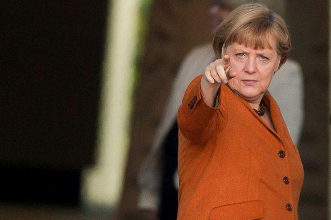 Allemagne : Angela Merkel chute légèrement dans les sondages