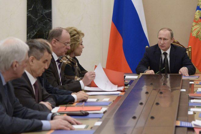 Vladimir Poutine rassemble un conseil de sécurité en Crimée