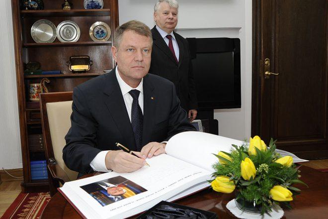 Romanians condemn govt amnesty
