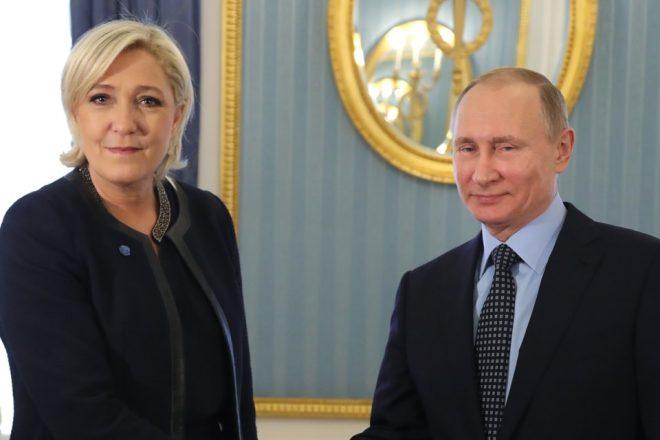 Marine Le Pen reçue par Vladimir Poutine à Moscou