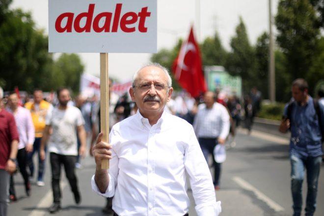 Des Turcs marchent pour la justice dans leur pays