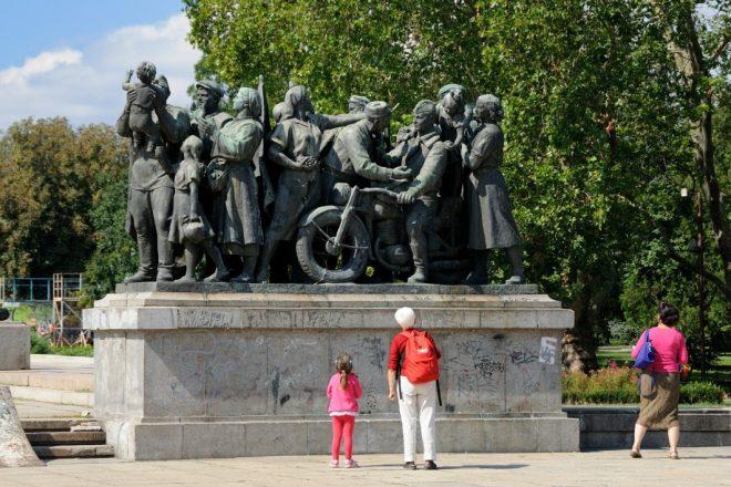 Démolition des monuments soviétiques : Moscou et Jérusalem s'apprêtent à condamner Varsovie