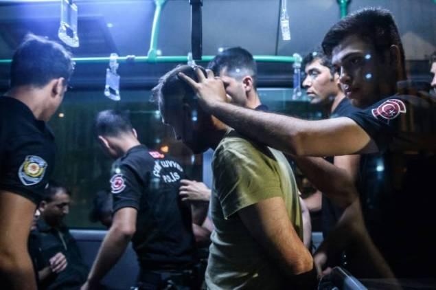 Au moins 52 personnes arrêtées en Turquie suite à de nouvelles purges
