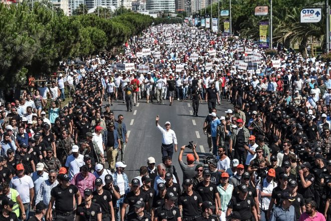 Turquie : la grande marche des opposants met le pouvoir turc en difficulté