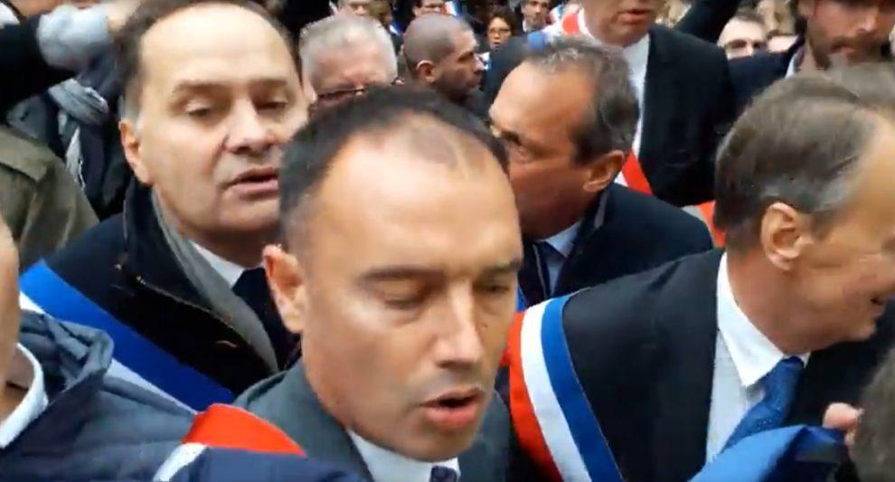 France to ban Muslim street worship