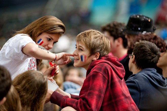 France takes on teen screen addiction