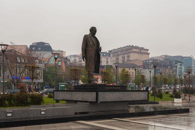 Le Kosovo offre des cravates à son Premier ministre