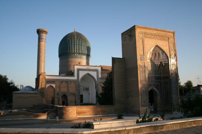 Uzbeks and Tajiks celebrate restored ties