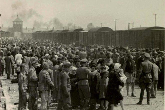 Auschwitz 'bookkeeper' dies, 96