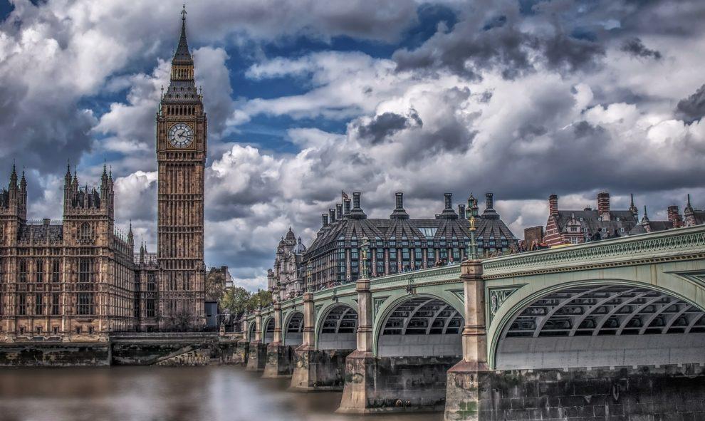 Brexit : dans l'impasse, May veut passer en force