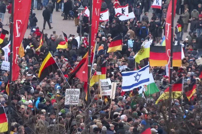 L'extrême droite allemande met la pression