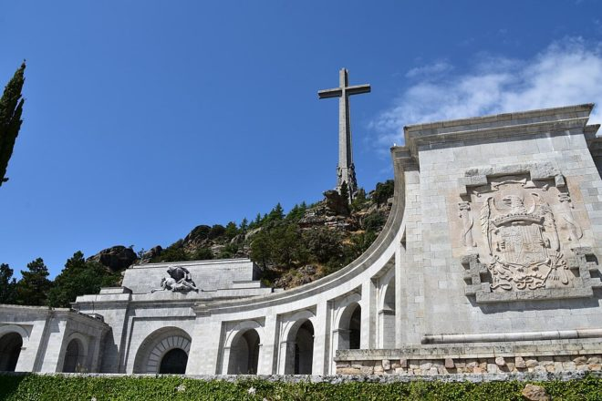 Socialists agree to move Franco's body