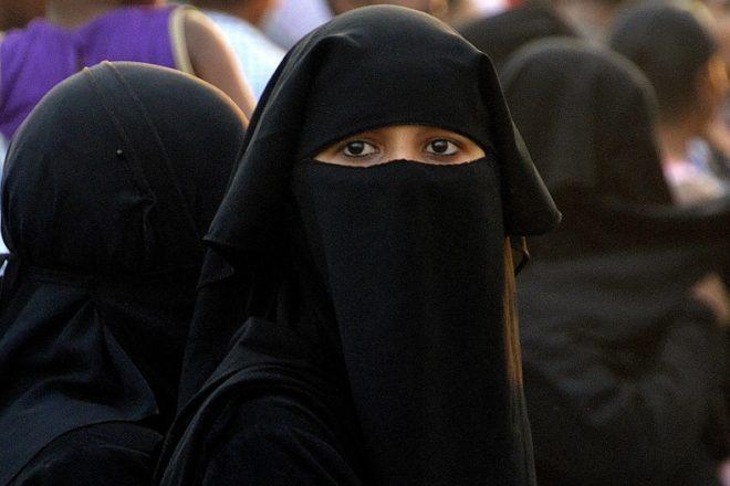 Swiss canton votes heavily to ban burqa