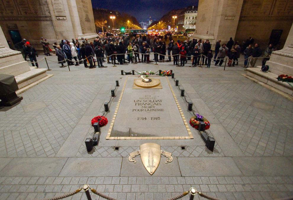 Le monde à Paris pour commémorer le 11 novembre 1918