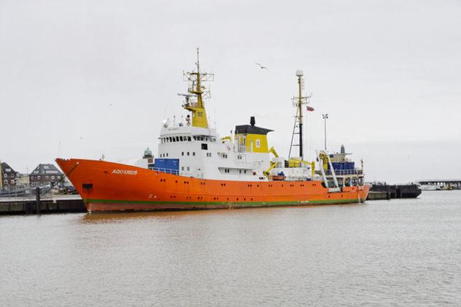 Aquarius abandons migrant rescue