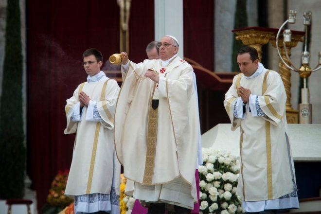 Le Pape s'attaque au consumérisme et plaide pour la fraternité