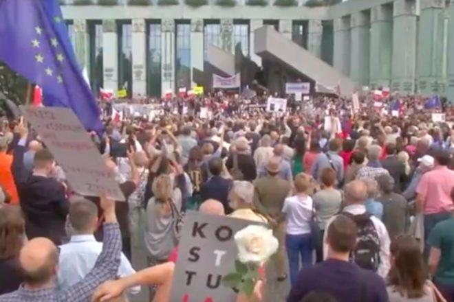 Poland reinstates judges after ECJ ruling