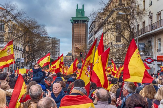 Les droites espagnoles se dressent pour l'unité nationale
