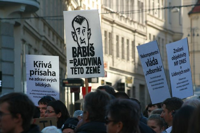 100,000 demand Czech PM's resignation