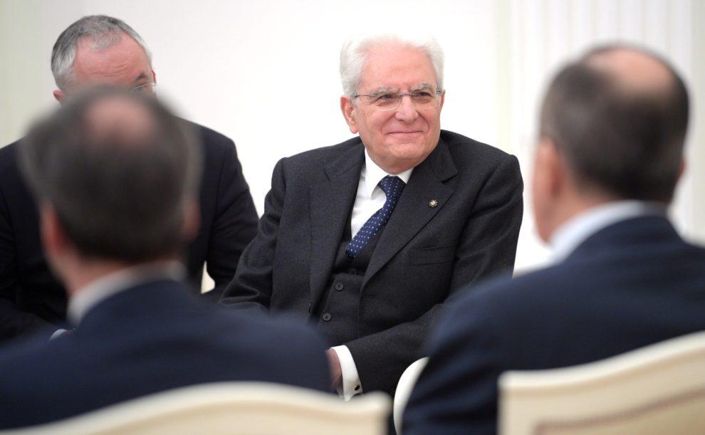 Italian president holds talks to form new govt