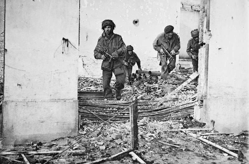 Parachutists drop on Arnhem to mark 1944 disaster