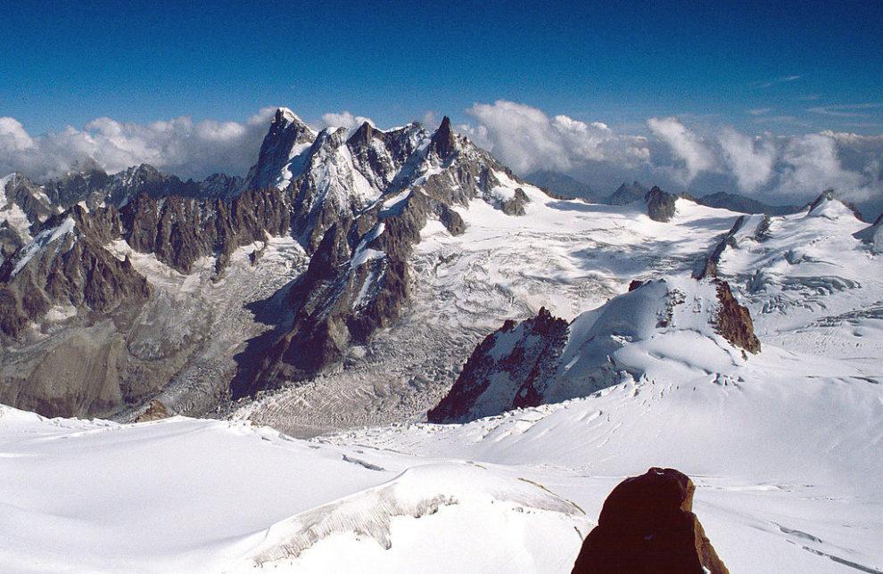 Giant Alpine glacier poised to break off: Italy