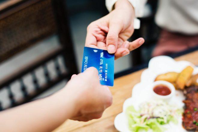 Lutte contre l'évasion fiscale : l'Italie veut récompenser l'utilisation de la carte bancaire