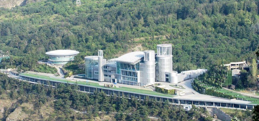 Georgian billionaire vows to maintain grip on power