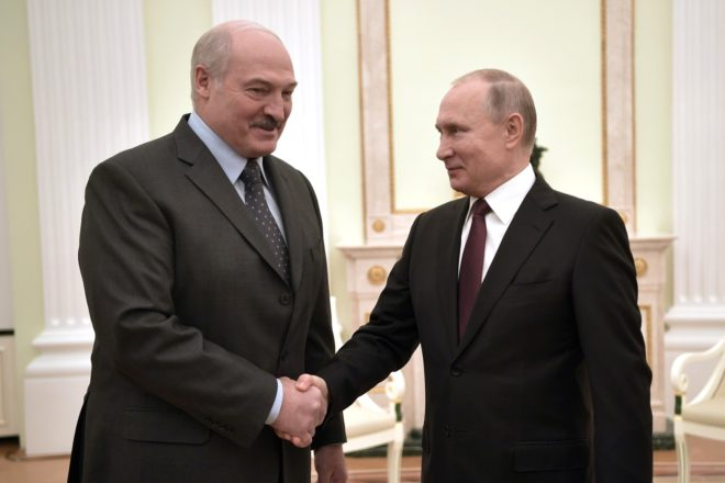 Belarusians protest as Lukashenko holds Russia talks