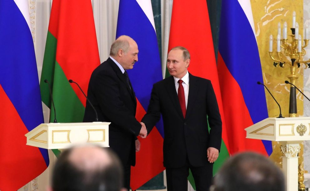 Pompeo woos Belarus with cheap oil offer