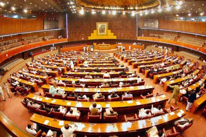 Les élections sénatoriales au Pakistan commencent alors que le parti au pouvoir cherche la majorité