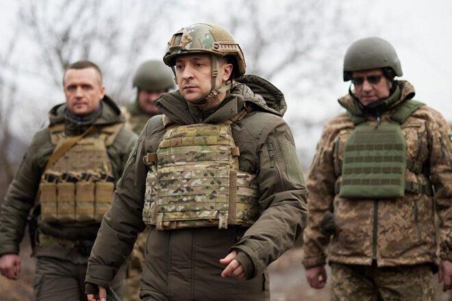 L'Ukraine s'entraine à faire face à une attaque de chars russe près de la Crimée